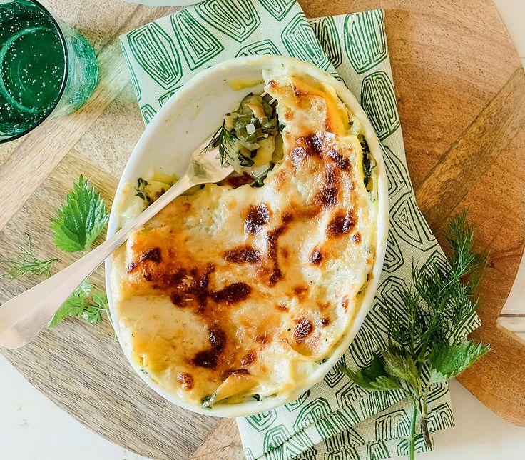 Mit sehr viel frischem Grün und einer Menge Aroma kommt diese Lasagne auf den Tisch.