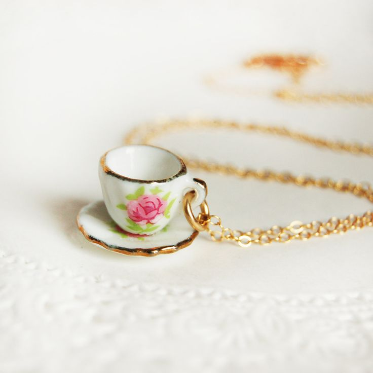 So cute! Could be easily made too with a dollshouse teaset :-)