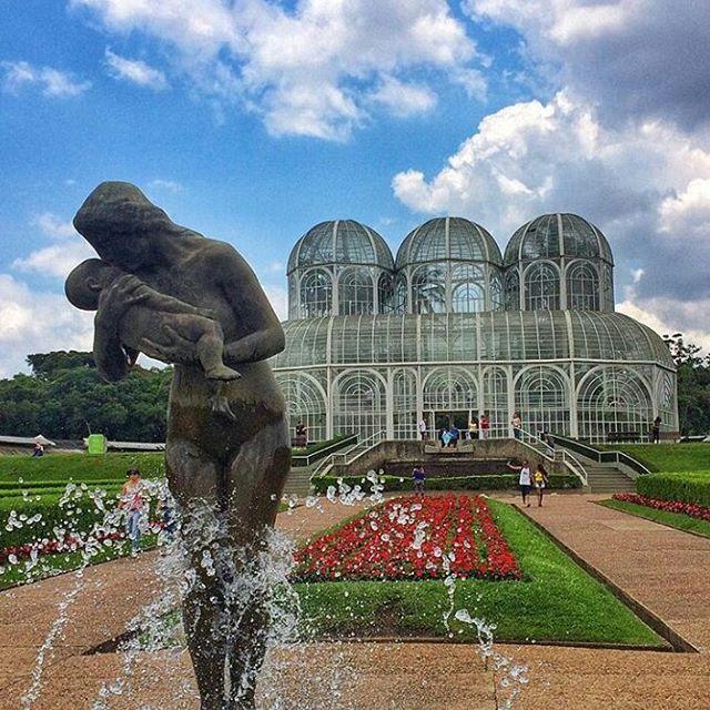 Jardim Botânico: um dos cartões postais mais famosos da cidade,  Curitiba não seria a mesma sem você. Foto de @alfradiqueluuud #curitilover
