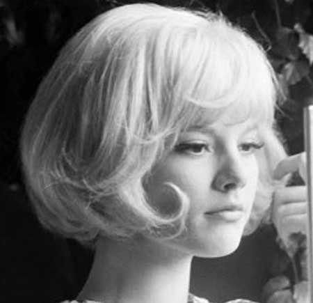 Blonde-Voluminous-Straight-Vintage-Hair Vintage Hairstyles Short Hair #Shorthairprom
