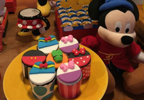 Você já pensou em reunir a Minnie, o Pluto, a Margarida e o Pato Donald para uma linda festa da turma do Mickey? Confira mil ideias para colocar em prática!