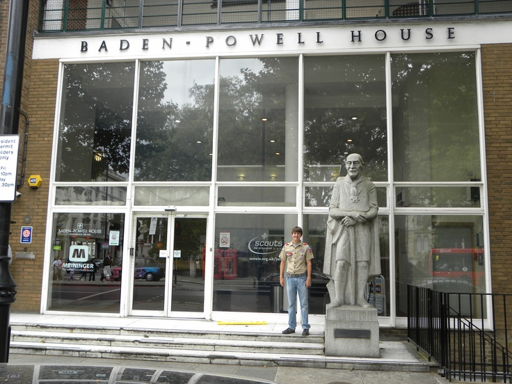 Lord #Baden_Powell House (founder of Boy Scouts) in #London. This place provides some great value accommodation right in the centre of #Kensington and #Chelsea. If you're staying here note that the Original London Sightseeing Bus Tour makes a dedicated stop here: https://www.cityxplora.com/products/original-london-sightseeing-tour.