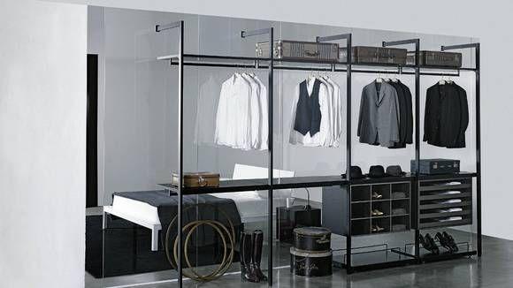 GLASSVEGG: Sett opp en glassvegg for å skille garderoben fra resten av soverommet, tipser interiørdesigner Tove Meldgaard. Glasset slipper inn lys og gir en større romfølelse enn en tett lettvegg.
