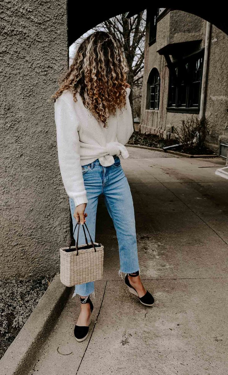 If you're looking for all the French fashion inspo, this cardigan with straight leg jeans would be perfect for your parisian chic spring and summer outfits!