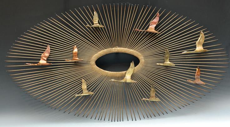 """CURTIS JERÉ. Estados Unidos, c. 1970.  Serie """"Birds"""".  Composición escultórica de pared en cobre y latón.  Medidas: 51 x 95 cm."""