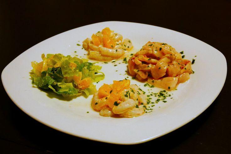 Quasi totalmente privo di grassi, il pesce spada e gamberetti marinati agli agrumi può essere servito sia come antipasto che come secondo. Per realizzare q