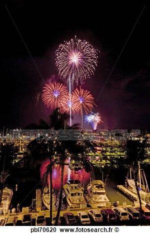 quart juillet, feu d'artifice, ala, Wai, yacht, port, waikiki, honolulu, oahu, HawaiiFourth, de, juillet, feu d'artifice, ala, Wai, yacht, port, waikiki, honolulu, oahu, HawaiiFourth, de, juillet, feu d'artifice, ala, Wai, yacht, port, waikiki, honolulu, oahu Voir Image Grand Format