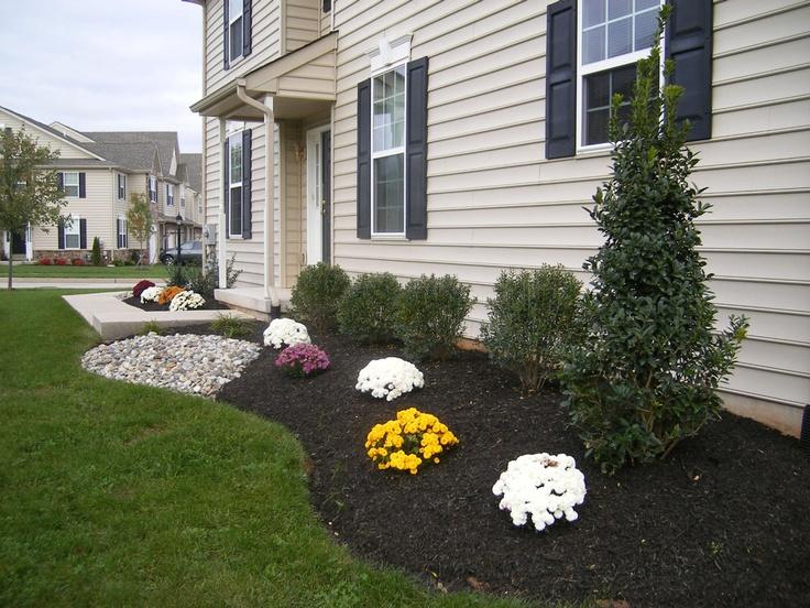 Best 25 townhouse landscaping ideas on pinterest patio for Townhouse landscaping ideas