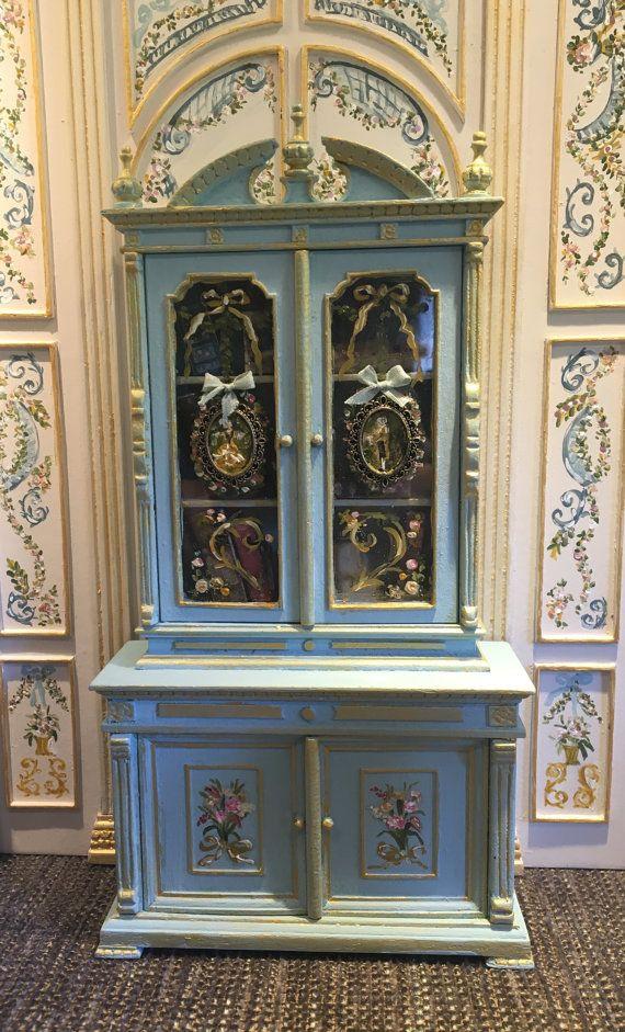 Mueble libreria pintado a mano con puertas de cristal by Aurearte