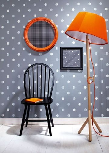 Lovely wallpaper with polka-dots in the hallway?