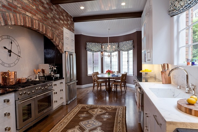 I could see my self cooking all day in this kitchen!