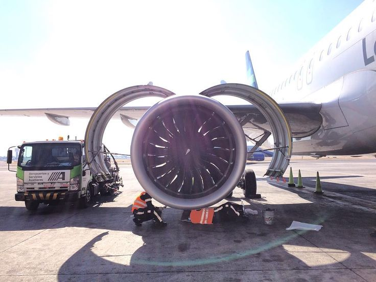 Just a quick oil check and we're off! #airbus #a320neo #a320 #neo #engine #power #megaplane #maintenance #engineering #avgeek #avporn #aviation #prattandwhitney #job #mechanics #technician #picoftheday #airplane #technology #flight #aicm #mexico #turbofan #spinner