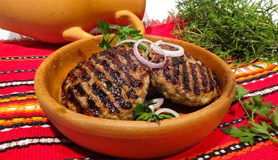 Болгарские кюфтета на гриле. Български пържени кюфтета. Удивительные вкусные котлеты из рубленого мяса на гриле. Болгарский рецепт