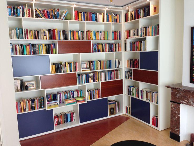 Boekenkast modern design en functioneel Bookcase modern and design www.myhouse-amsterdam.nl