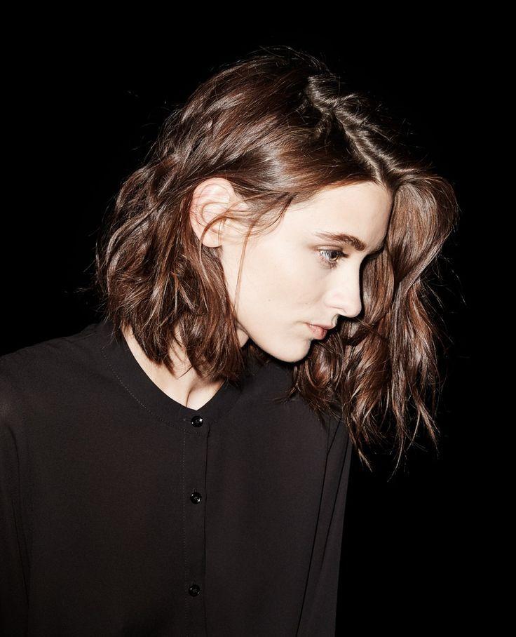 ヘアー業界は空前の「ロブ」丈ブーム!もちろんモデルやセレブは早々に「ロブヘアー」を取り入れていました。 絶妙な髪の長さが特徴の「ロブヘアー」、アレンジ方法はバリエーション豊かに習得したいのが本音。今回は流行中のロブヘアーの詳細に加えて、簡単アレンジ方法をピックアップします。