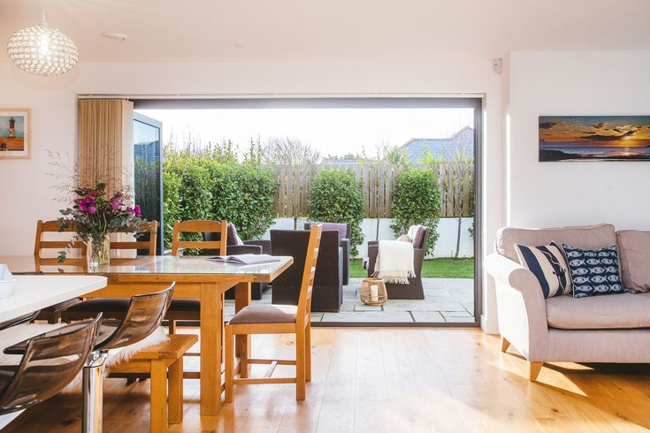 This house has a great sociable layout with large glass sliding doors to the patio