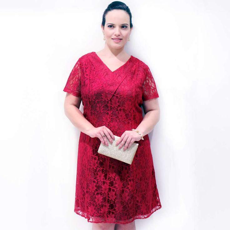 Vestido Ruby Renda X em renda vermelho rubi forrado de cetim manga curta decote V frente e costa com detalhe em X de rolitê #vestidosplussize #plussize #modaplussize #modaplussizebrasil #mulherplussize #mulheresplussize #tamanhogrande #vickttoriavick #modaplussizebr #plussizebrasil #plussizefashion #modagg #moda #fashion #feitonobrasil #plussizes #plussizebr #gordinhasdobrasil #modafemininaplussize #somosplussize #lojaplussize #lojafeminina #mulheresreais