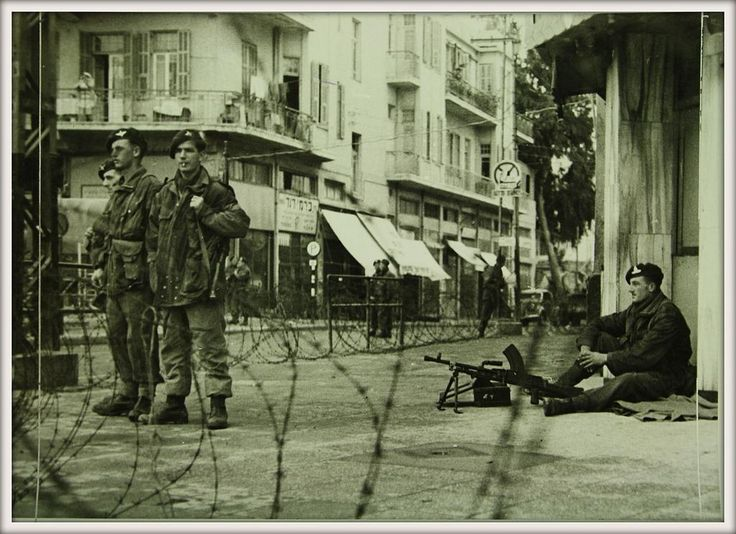 British paratroopers enforce curfew in Tel Aviv after the King David Hotel bombing, 1946.