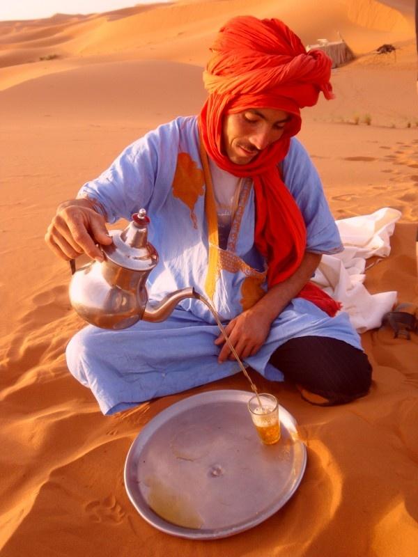 Berber gids woestijn Merzouga, Westelijke Sahara, Marokko