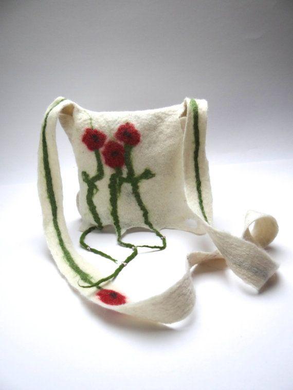 tas, handtas, schoudertas handgemaakt vilt, natuurlijk wit met klaprozen, kleine handtas, handgevilt, eco vriendelijk.