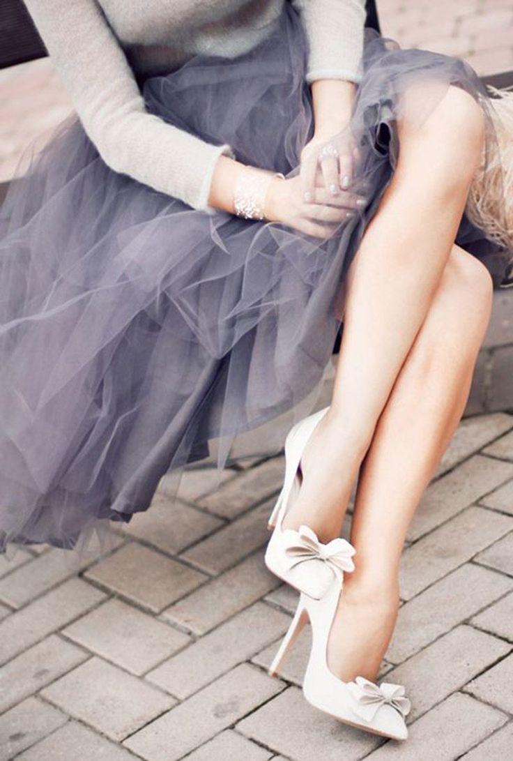 Dicas de etiqueta para convidadas do casamento: tirar o salto na festa ou não