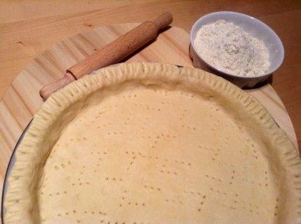 Ingredientes para la preparación de la masa quebrada:  300 gramos de harina común 150 gramos de manteca 1/2 cucharadita de sal 1/2 taza de agua helada 1 cucharada sopera de jugo de limón  Modo de Preparación:  Colocar la harina y la sal en un bol,  a continuación agregar la manteca