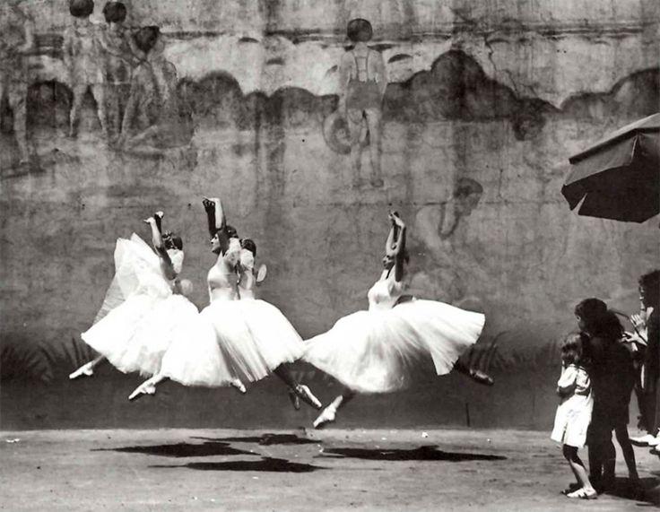andré kertész(1894–1985), ballet, nyc,1938 http://www.atgetphotography.com/The-Photographers/Andre-Kertesz.html