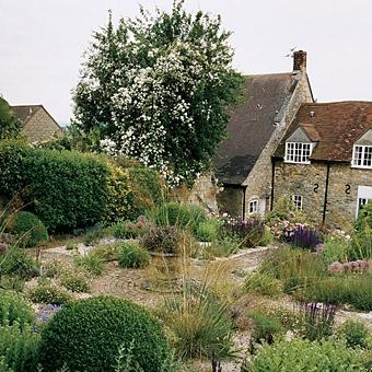 English Cottage-Style garden