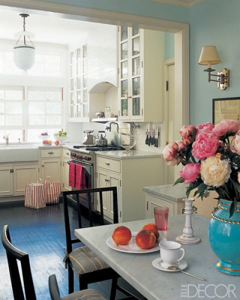 pretty: Wall Colors, Dining Room, Kitchens Colors, Elle Decor, Blue Wall, Small Kitchens, Cozy Kitchen, Pink Cupcakes, White Kitchens