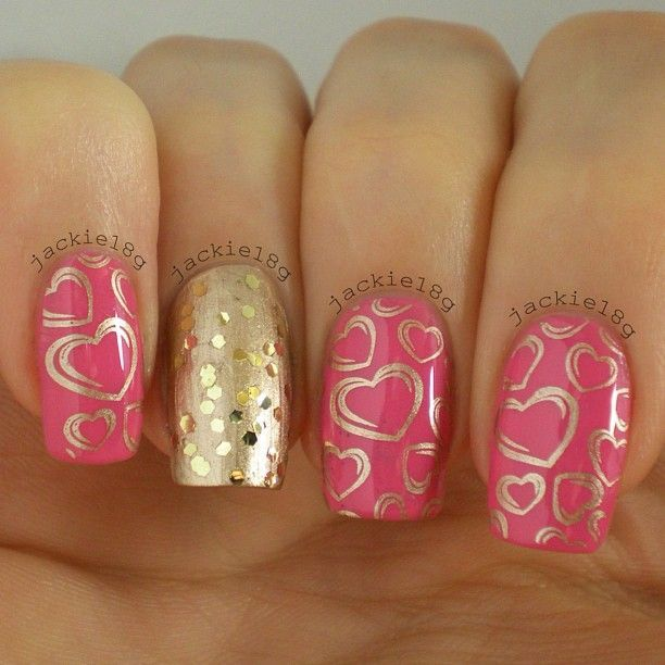 Valentine's Day is coming up and this would be such a cute nail design for it.