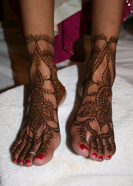 I want this.  I have henna...need someone to do this for me.