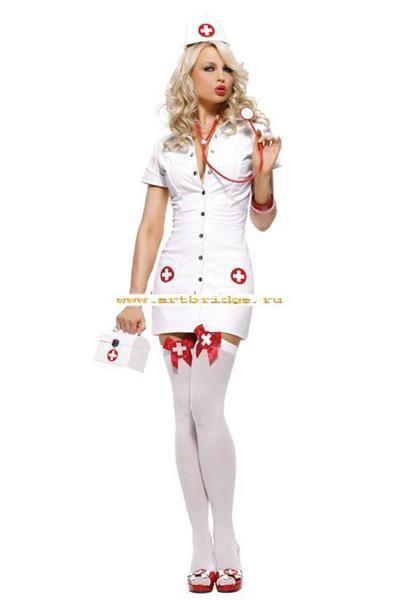 Красивые девушки в костюме медсестры