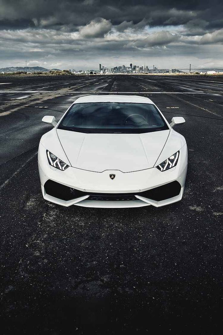 Stunning Lamborghini Huracan. Click for 5 unbelievable facts!