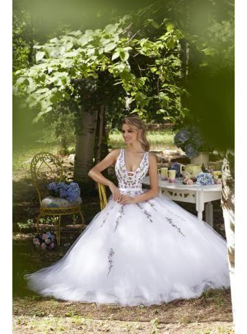krásné tylové svatební svatební šaty