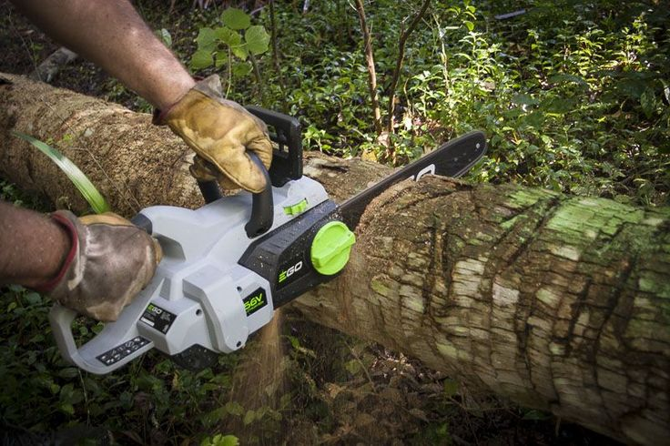 Why use a battery-powered chainsaw? With a shootout in progress, Micheal Springer takes a look at the advantages of lithium-ion power.   #chainsaw #landscaping #propertymanagement #tools #cordlesstools #powertools #OPE #EGOPowerPlus  https://www.protoolreviews.com/news/why-use-a-battery-powered-chainsaw/29031