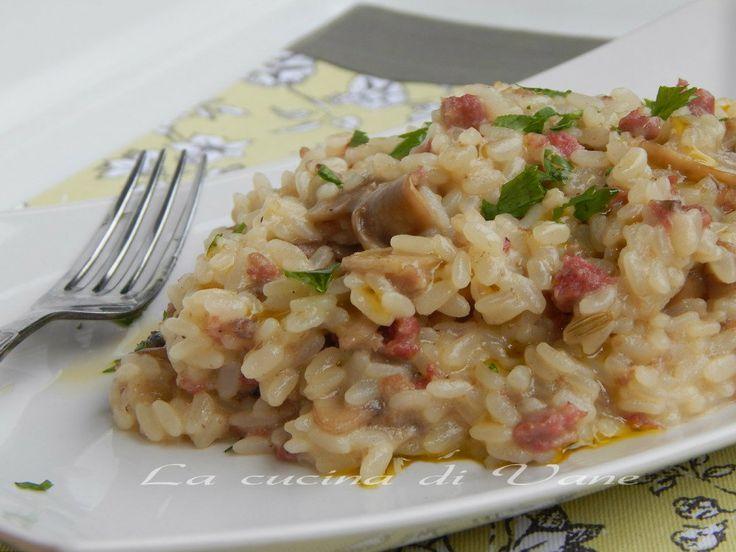 risotto funghi e salsiccia ricetta con bimby e senza. ricetta primo piatto dai sapori e profumi autunnali, ricetta primo saporito facile da fare