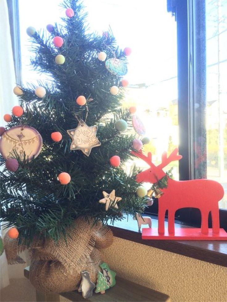 2014/12/14掲載 「松山知子」さんの「キットパスを使って、アイシングクッキーのような可愛いクリスマスオーナメントを作り」レシピを参考に作成。乾いた「木粉ねんど」をキットパスで色付け。  https://www.facebook.com/kitpas2005 #kitpas #キットパス
