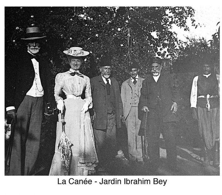 Χανιά. Στον κήπο του Ιμπραήμ Μπέη. 1900 περίπου. Φωτογραφικό Αρχείο του συνταγματάρχη Émile Honoré Destelle. Δημοσίευση Ελένης Σημαντήρη.