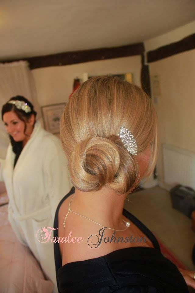 Bridesmaid hair up, a super smooth sidebun. I love the shape of this. #bridesmaidhairstyles