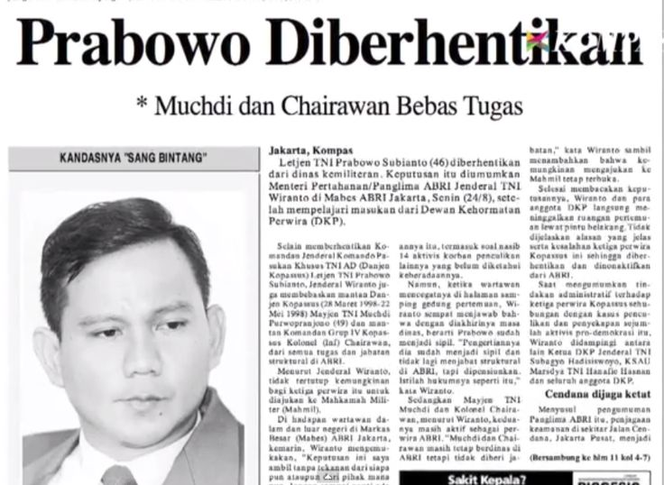 4. Muchdi dan Chairawan Dibebastugaskan Bersamaan Pemberhentian Prabowo.