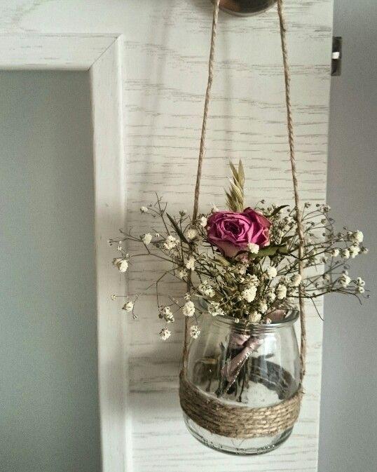 MONADESbyNúriaTena - Detalle de cristal con flores naturales secas. #decoracion #flores #menosesmas