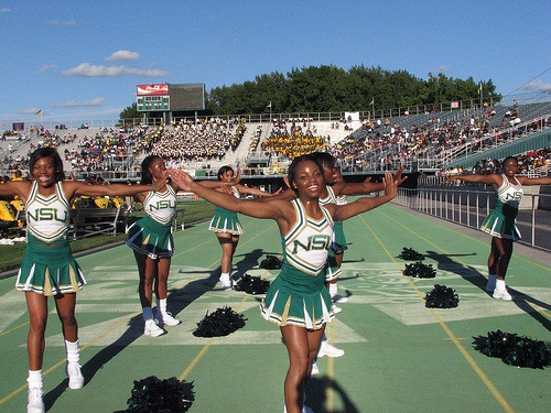 cheerleading experiences The women we talked to appear to have had overwhelmingly positive  experiences during their time as cheerleaders, and they spoke candidly.
