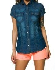 Terranovastyle.com - Camicia donna in denim di cotone, lavaggio blu medio. Modello a manica corta, taschini con bottone a pressione, chiusura con bottoni