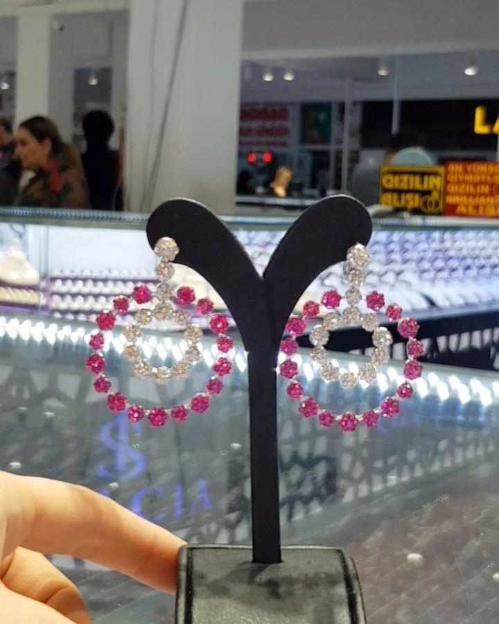 Lacin Ticaret Merkezi Xalqlar On Instagram Dunyanin Butun Sergilerinden Getirilmis Qizil Briliyant Zinet Jewelry Instagram Crown Jewelry