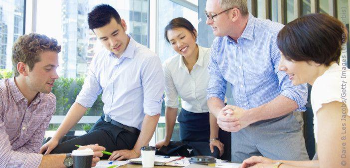 """""""Der Kunde ist König."""" Die #Empathie gegenüber #Kunden, #Chefs und #Kollegen ist ein Schlüssel zum #Erfolg im #Berufsleben 🙂   https://www.euroakademie.de/magazin/der-business-knigge/"""