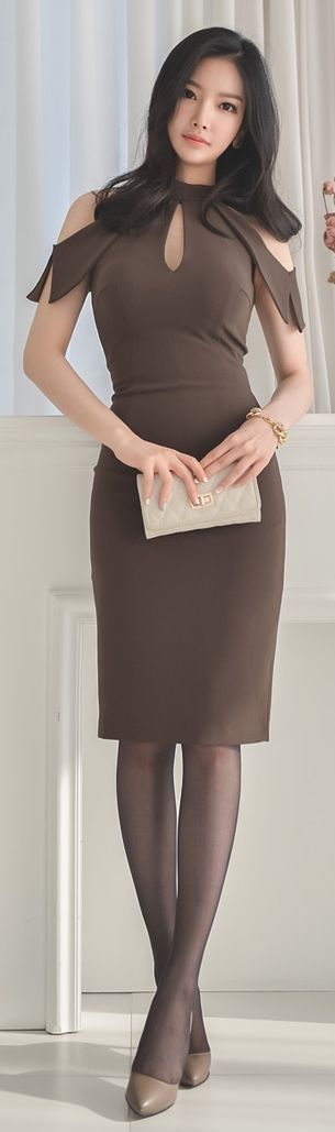 Latest fashion trends: Fashion trends | Flattering cut out khaki dress