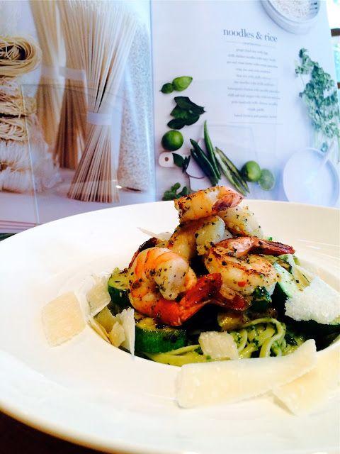 Madame Anne aux fourneaux: Linguines au pesto, courgettes et crevettes grillées