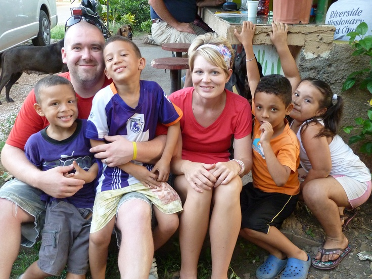 Jen and Derrick doing what they did best in Costa Rica..... playing with the precious kids.......