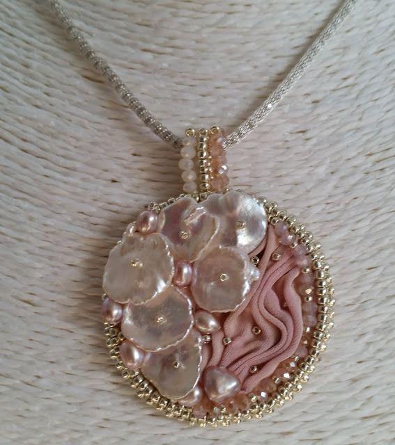 i bijoux di rosestorm...hand made with love-ciondolo con perle keshi