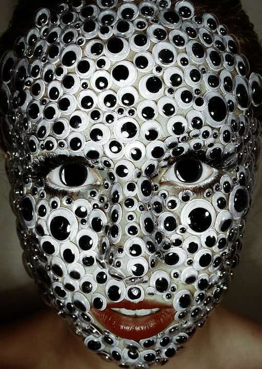 So creepy! Amazing horror eye makeup. - 18 Horror Makeup Ideas